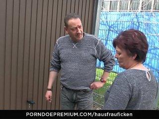 HAUSFRAU FICKEN - BBW Amateur German granny wifey enjoys hard-core sex session