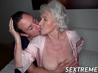Facialized granny without bra gams for shaft