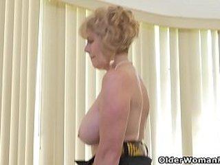 Depraved granny Phoenix Skye from the USA peels off her nylon pantyhose