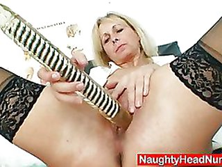 Petruse mature cunt buttplug wide open and masturbation