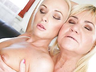 Vinna Reed and grandma Pam Pinkish lick assholes